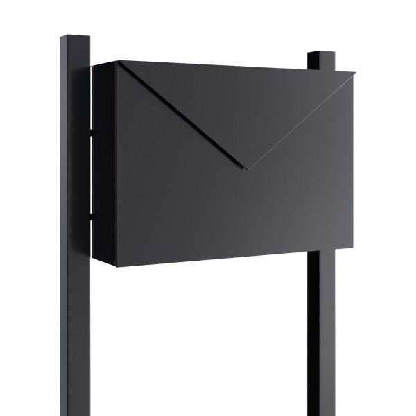 Wolnostojąca skrzynka na listy Letter czarna